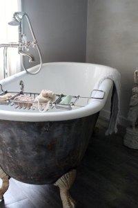 French la Vie - Blame it on the Clawfoot Bathtub