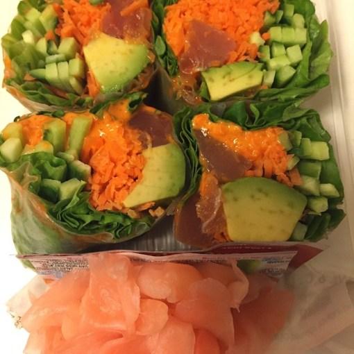 Supermarkt-Sushi, das deutlich besser aussieht und deutlich besser schmeckt, als Restaurant-Sushi in Tschörmeni...