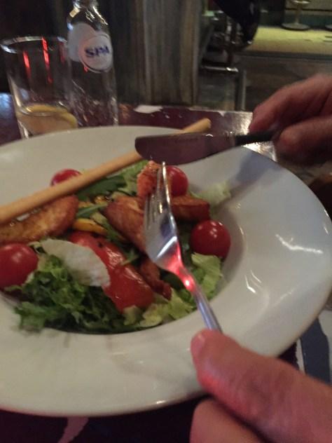 Halumi-Salad im Restaurant Dual