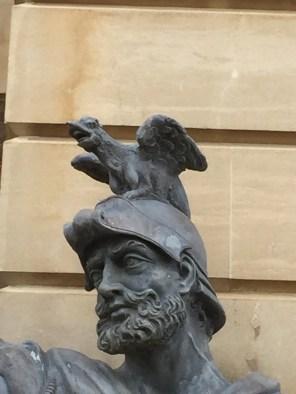 Den Hut haben wir im Tower auch schon gesehen!