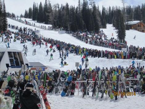 Nice big crowd lines the run