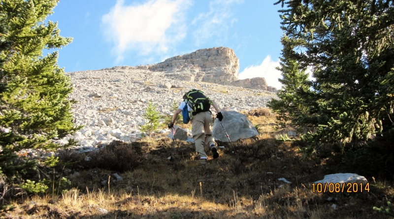 Scree Rubble up to the summit of Little Lougheed