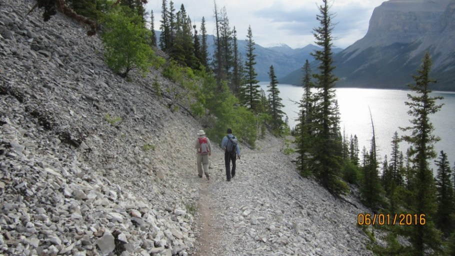 Shore line trail Lake Minnewanka