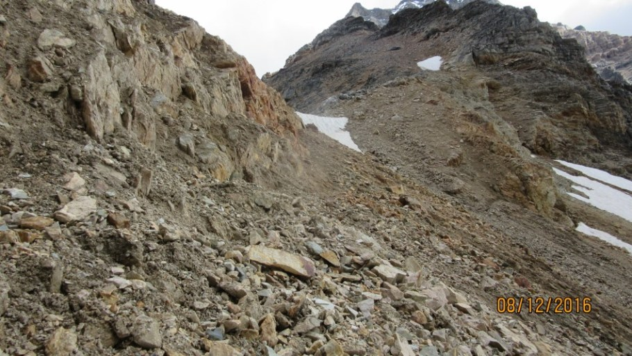 Last muddy rubble to the Pass