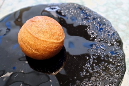 Disfrutar - Panchino, beluga caviar, creme fraiche