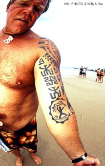 Surfing tatto surf tattoos Biarritz France WU PHOTO archivo fotográfico reportajes surf photography Willy Uribe