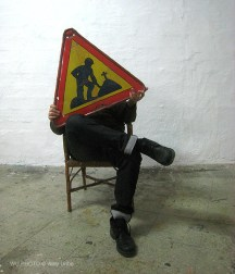 Caution. Precaución. Kontuz. WU PHOTO © Willy Uribe Archivo fotográfico Reportajes