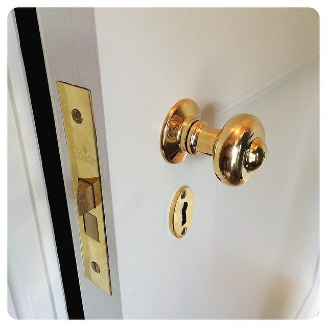 middleburg knob install w keyhole cover | unlacquered brass