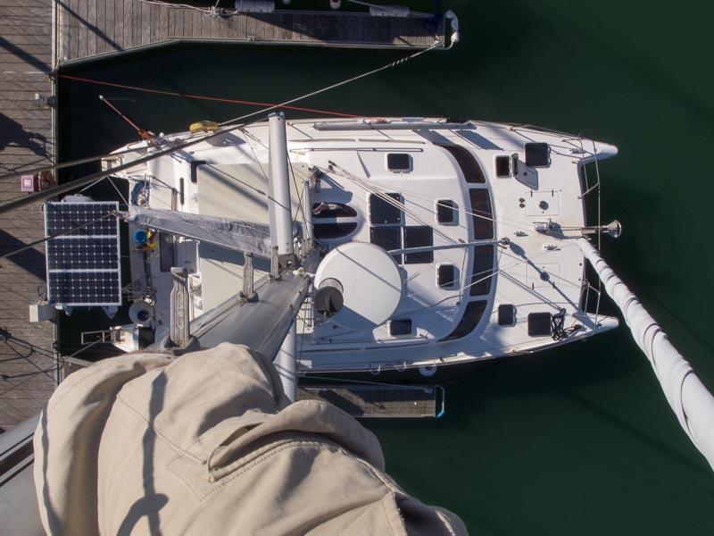 Klaus im Mast: unten Lesmona, auf Dreiviertel der Höhe seht ihr die Radarschüssel