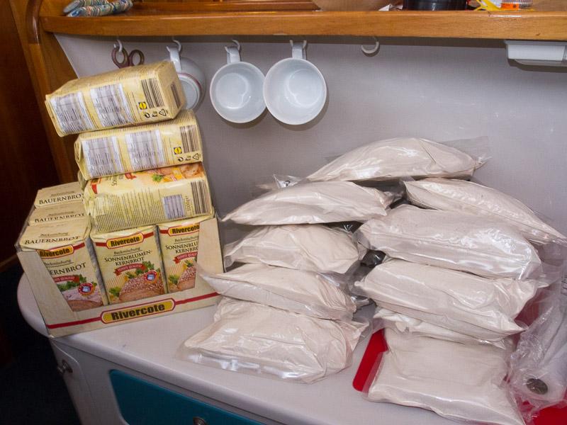vorher - nachher: Aufbruchsvorbereitungen für die Brotbackmischungen