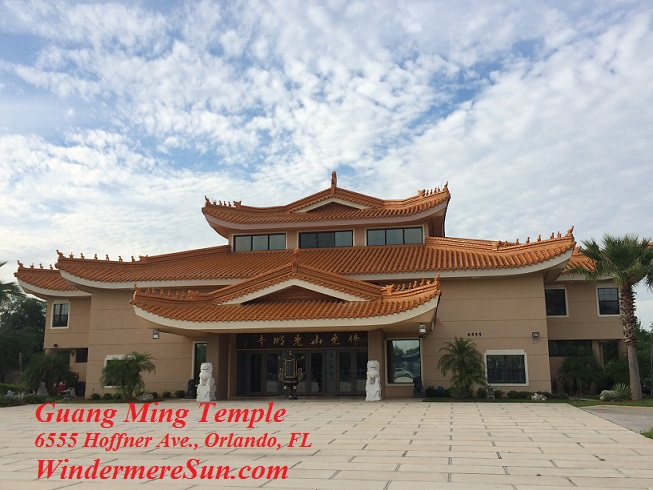 Entrance of Guang Ming Temple. Be sure to enter from the two side doors rather than the middle door (photographed by Windermere Sun-Susan Sun Nunamaker)