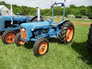 Farm equipment-Fordson Dexta tractor with ROPS bar retro-fitted credit Bulldozer D11