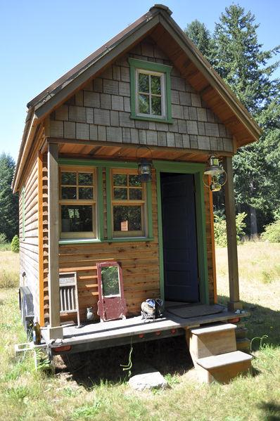 Tiny_house,_Portland (Source: Weekend with Dee, Author Attrib: Tammy)