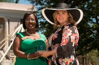 Marsha Stringer, WC '96, BU '03, '05 awards Lara Thomas Carswell, WC '05, the Young Alumni Award. 2016 Alumni Reunion Weekend