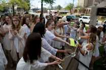 Juniors pass the Daisy Chain to the sophomores before ascending the Crow's Nest for Class Day. (AJ Reynolds/Brenau University)
