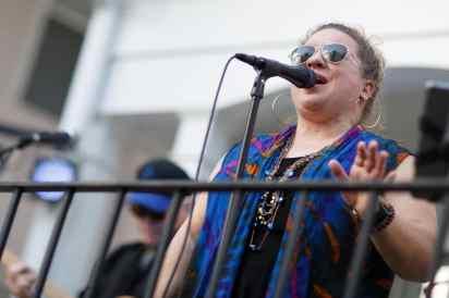 Heather Statham, a Brenau alumna, performs with Thunder Gypsy. (AJ Reynolds/Brenau University)