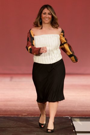 Jessica Bowling walks in Destiny Dingle's Elegant Kleidung as part of the 2018 Collections fashion show. (AJ Reynolds/Brenau University)