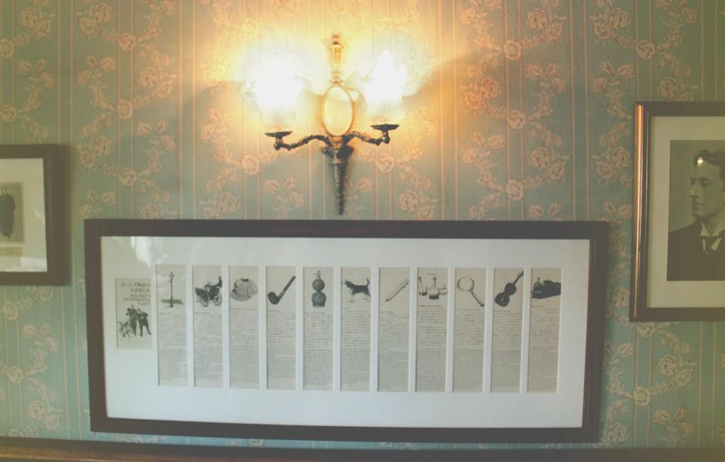 08 Wallpaper And Lantern