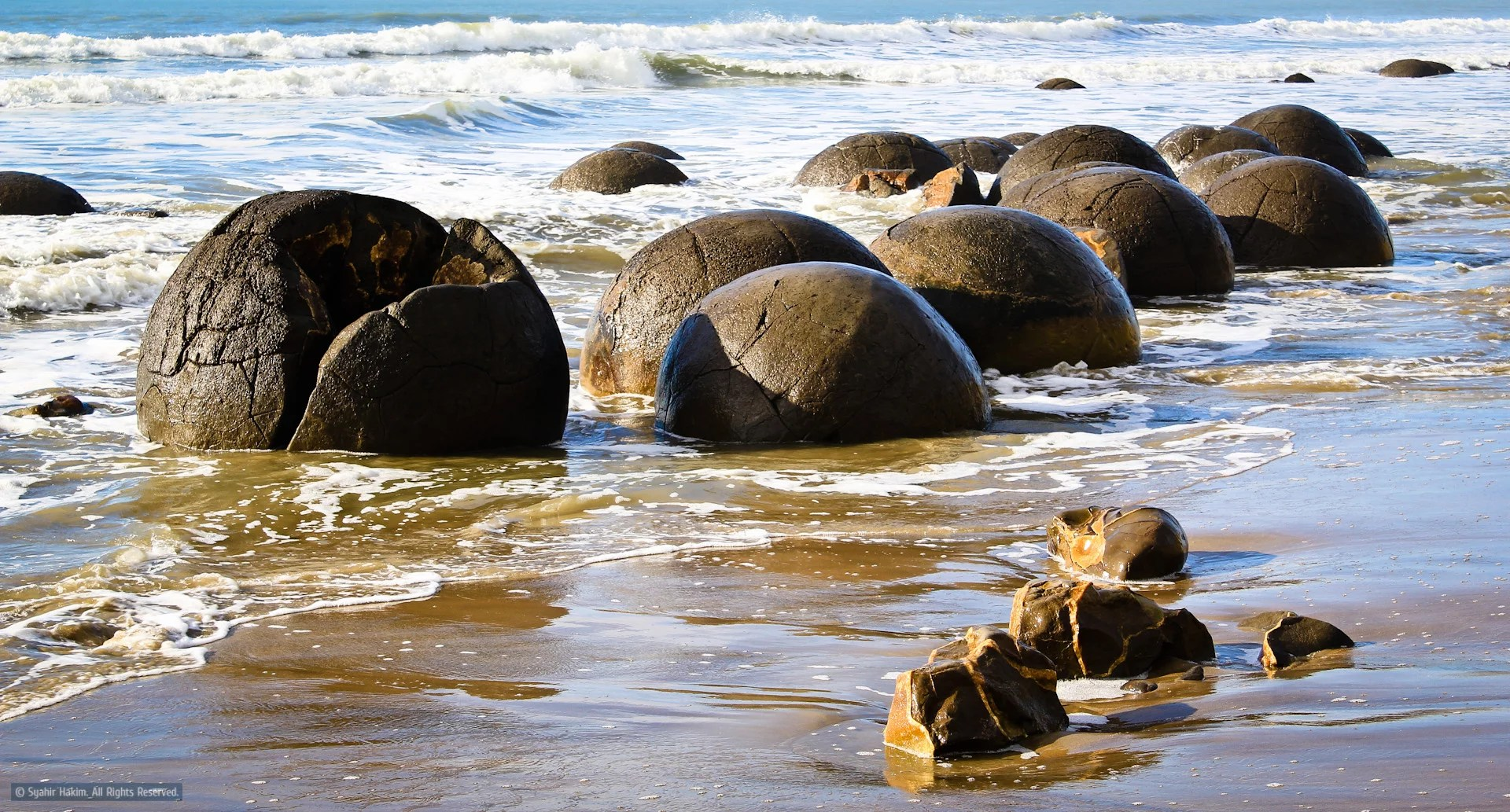 Most-Mythical-Places-in-the-World-Moeraki-Boulders