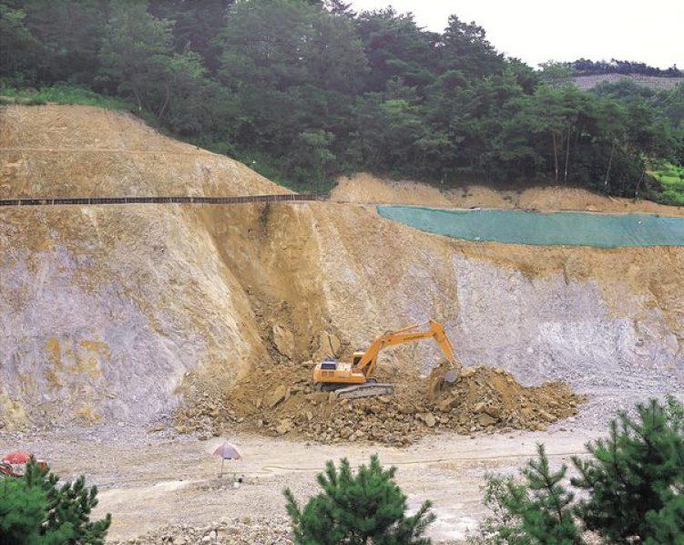 ulah manusia merupakan salah satu penyebab terjadinya erosi