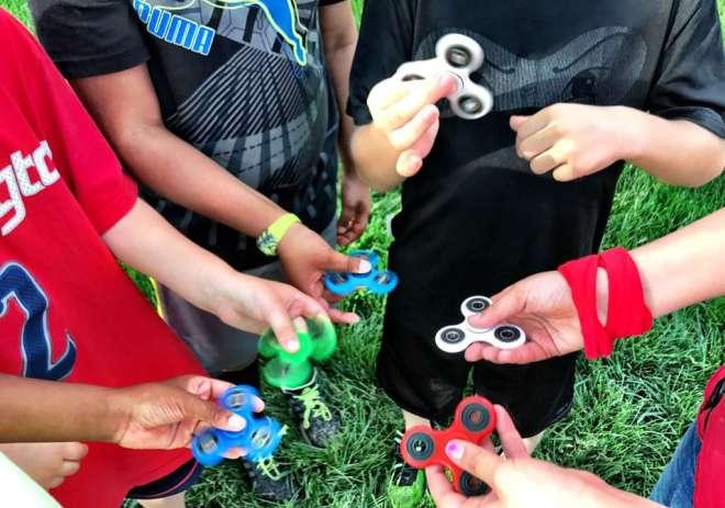 cara bermain fidget spinner