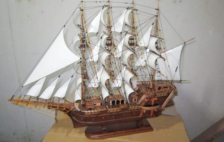 miniatur kapal perahu James cook