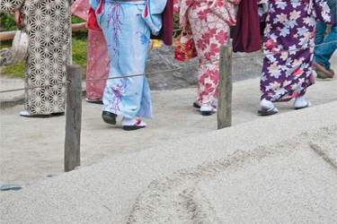Ginkakuji visitors wearing yukata