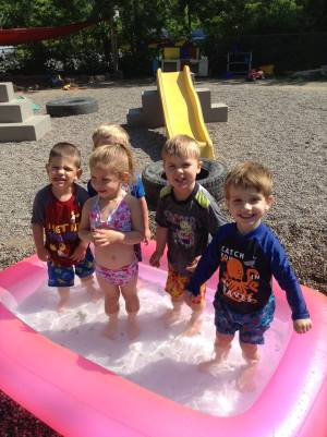 toddlers-swimming