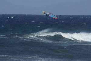 Albert Pijoan flying over Pozo