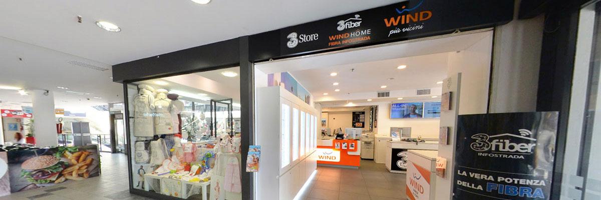 Negozio Wind Varese Le Corti, foto dell'ingresso dal centro commerciale