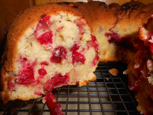 Perfect melding of tangy berries with sweet cake!