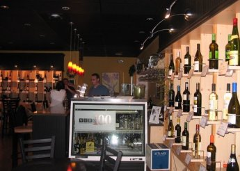 That blur in the blue shirt behind the bar is David Parrish