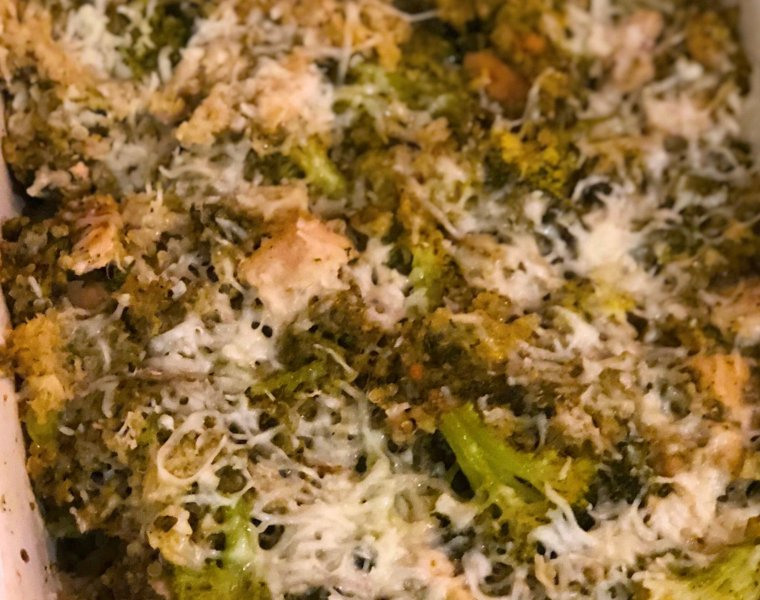 Cheesy Pesto Cauliflower Rice Casserole with Chicken & Broccoli