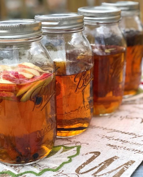 homemade DIY infused whiskey bourbon gift sets including lemon-ginger whiskey, vanilla whiskey, coffee whiskey and apple cinnamon whiskey