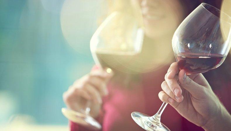 Червеното вино – най-лошият алкохол за кожата