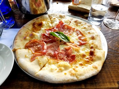 Auburn Road Vineyards has a woodfire pizza oven that offers delicious wood-fired pizzas with table service.  Wine Casual