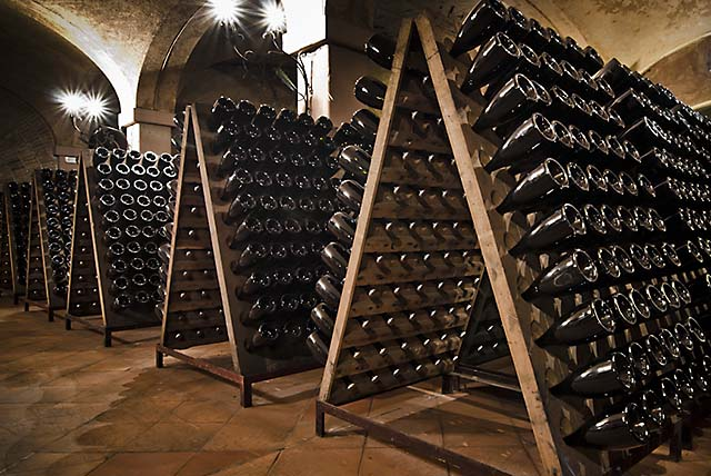 Riddling for Franciacorta sparkling wine
