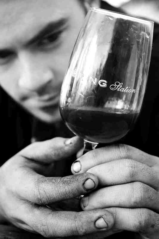 Stained-Fingers-Tasting-Wine-from-the-Press-Yering-Station-Vintage-1999-for-Wine-Decoded-by-Paul-Kaan