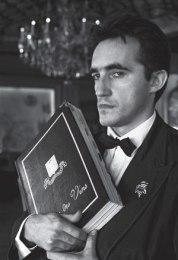 wine-list-waiter