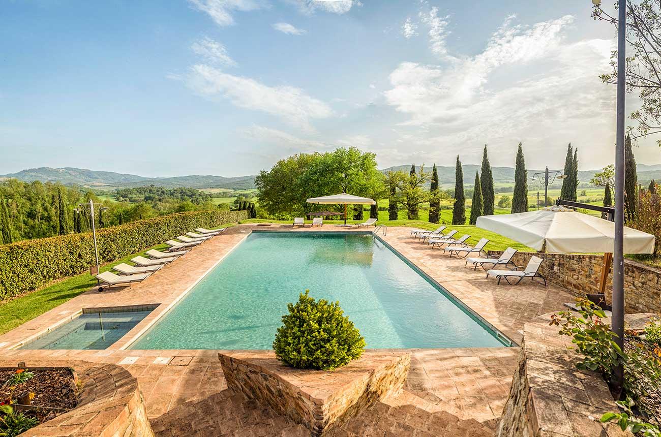 Property: Luxury Tuscan vineyard estate near Siena and Montalcino