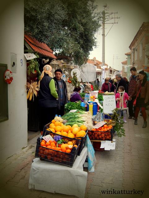 Puesto de frutas y verduras ecológicas.