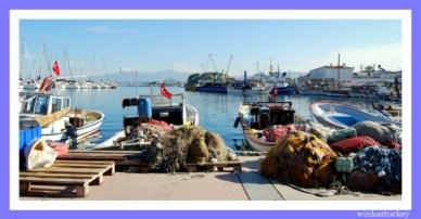 Barcos de pescadores con sus redes.