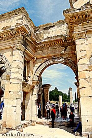Puerta sur del Agora