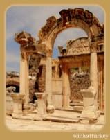 Templo de Adriano ( 117-138 d.c)