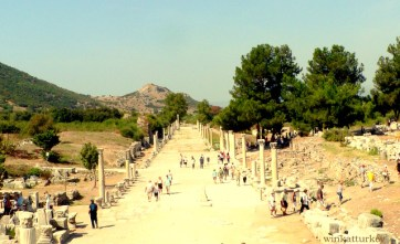 Vía de acceso a la ciudad que unía el puerto con el teatro