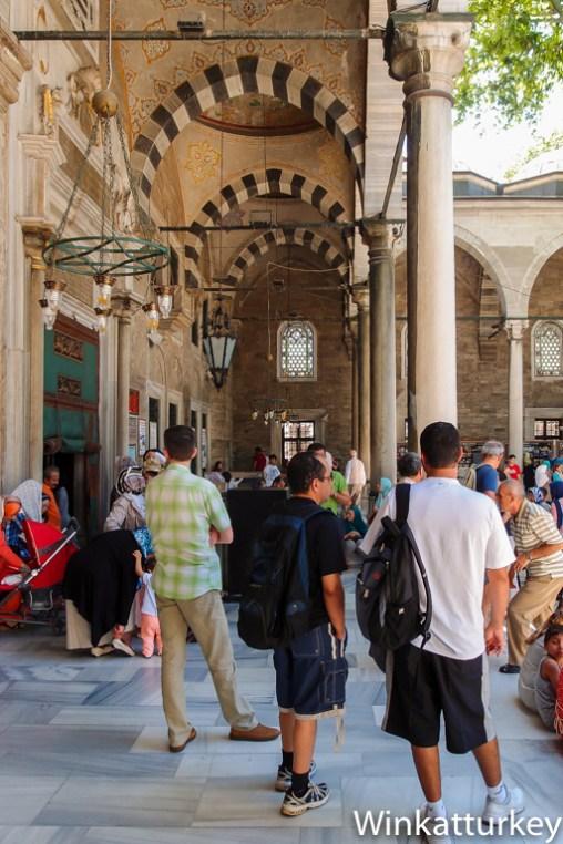Entrada a la mezquita