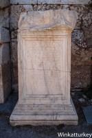 Inscripción conmemorativa de los juegos de gladiadores que duraron cinco días organizados por Julius Menecles Diophantus