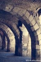 Vista de los arcos bajo la basílica.