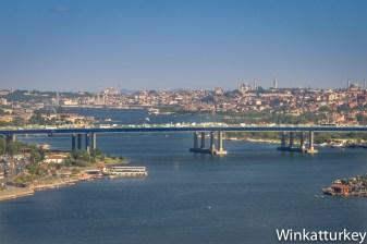 Al fondo se ve el puente Galata y Santa Sofía.