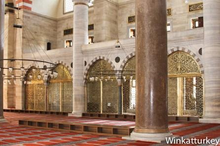 Interior de la Suleymaniye. Foto Wikimedia, ajustes Winkatturkey.